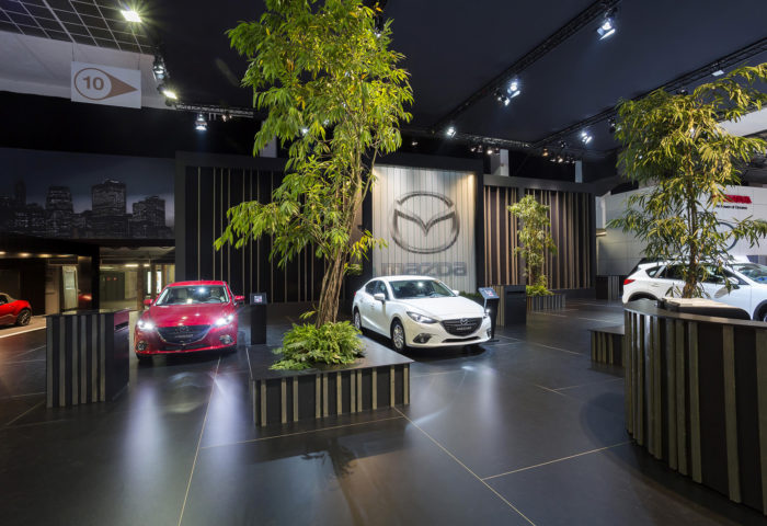 Interieur standenbouw Autosalon 2016 Brussel Mazda 4