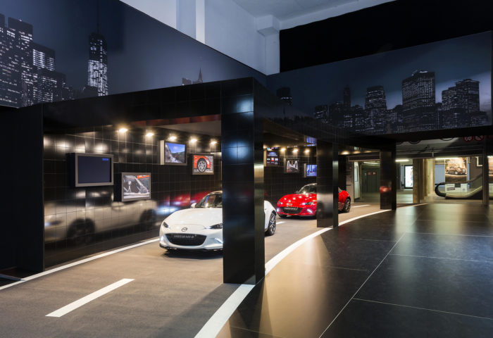 Interieur standenbouw Autosalon 2016 Brussel Mazda 7
