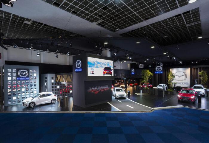 Interieur standenbouw Autosalon 2016 Brussel Mazda 8