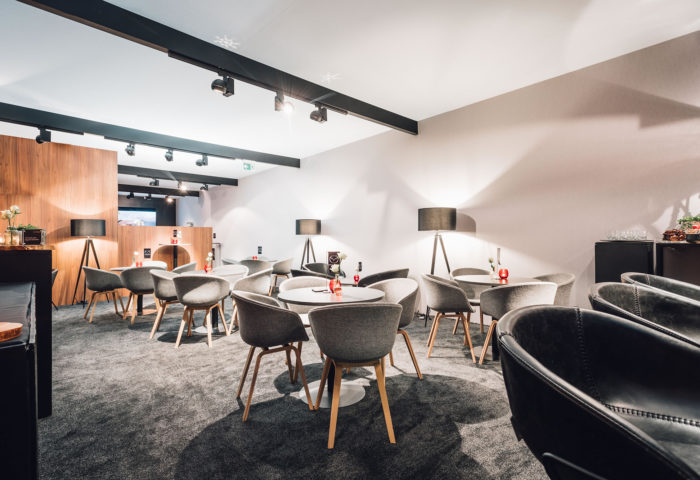 Hotel-Restaurant-Bar-Café-Hospitality-Interieurarchitectuur-A-Mazda-Lounge-4