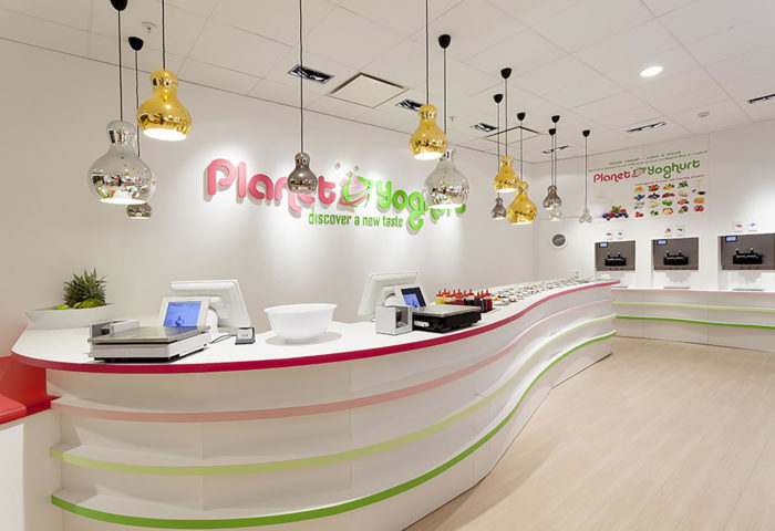 Winkelinrichting-Retail-design-Shop-concepts-Planet-Yoghurt-13